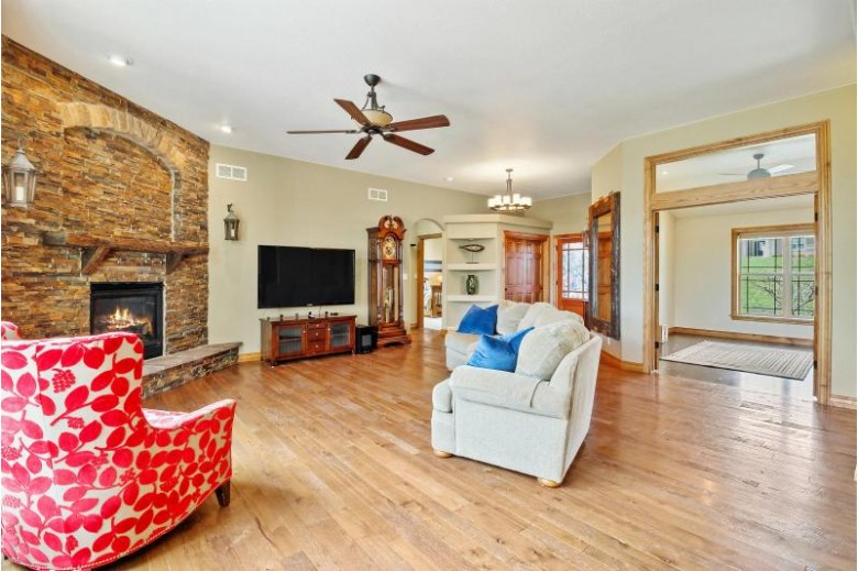 W346N6720 Shoreview Ct Oconomowoc, WI 53066-1687 by First Weber Real Estate $1,599,900