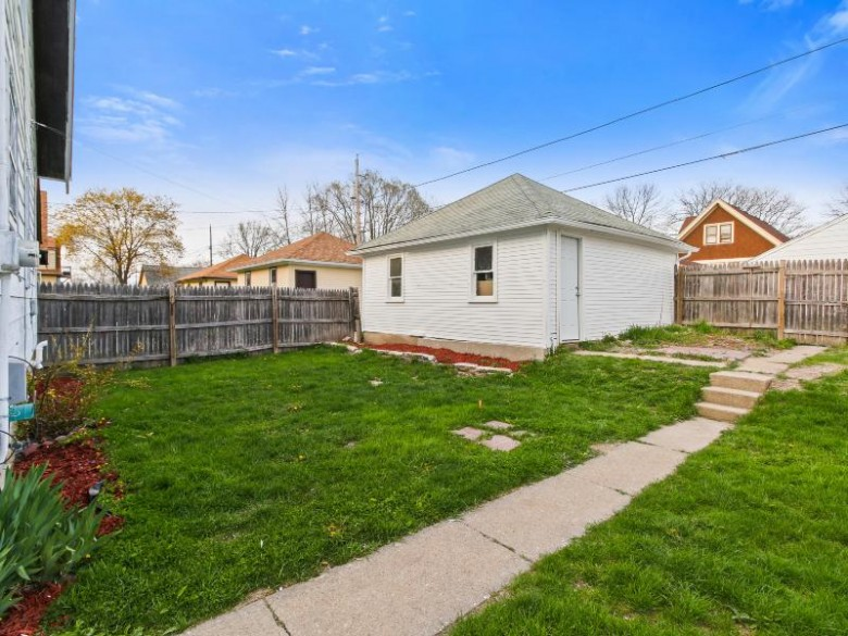 4512 N 40th St, Milwaukee, WI by Homewire Realty $129,900