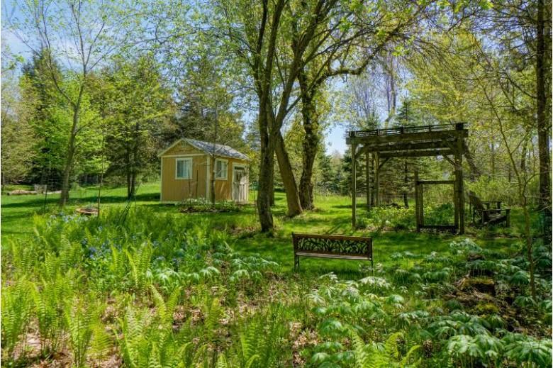 237 W Cedar Valley Rd Delafield, WI 53018-1760 by Lake Country Flat Fee $499,000