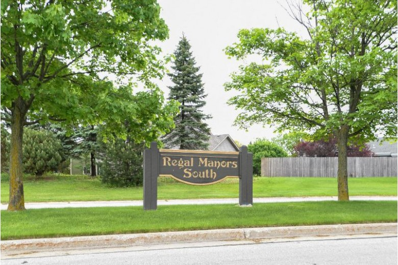4365 S Deerwood Dr New Berlin, WI 53151-9235 by Realty Executives - Integrity $369,000