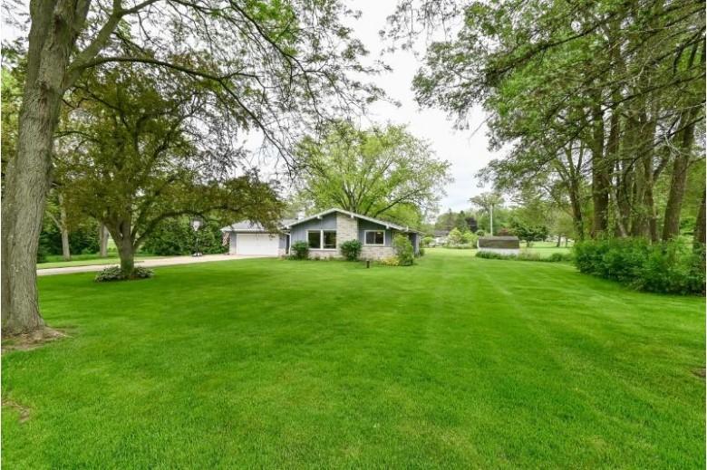 11762 N Ridgeway Ave, Mequon, WI by Shorewest Realtors, Inc. $309,900