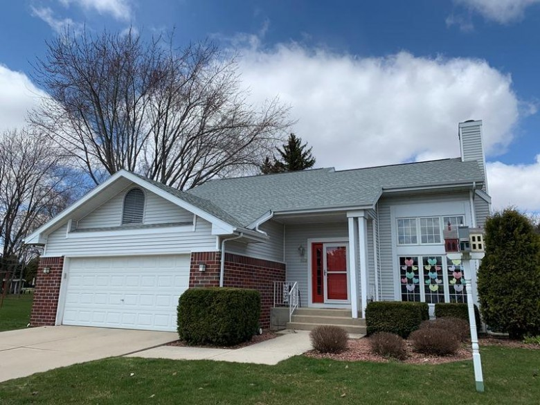 5020 Brookfield Cr, Manitowoc, WI by Re/Max Universal $189,900