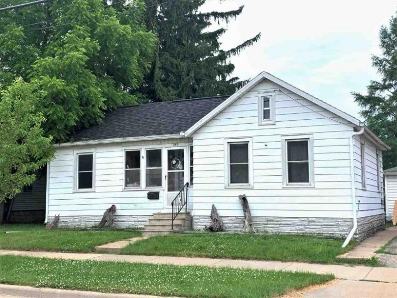 640 W 6th Avenue, Oshkosh, WI by Coldwell Banker Real Estate Group $46,500
