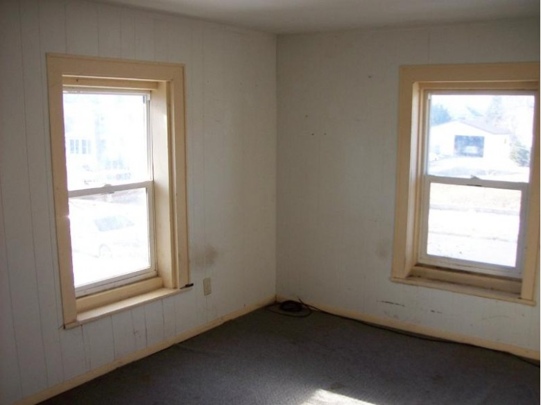112/110 E Franklin St, Portage, WI by United Country Midwest Lifestyle Properties $82,500