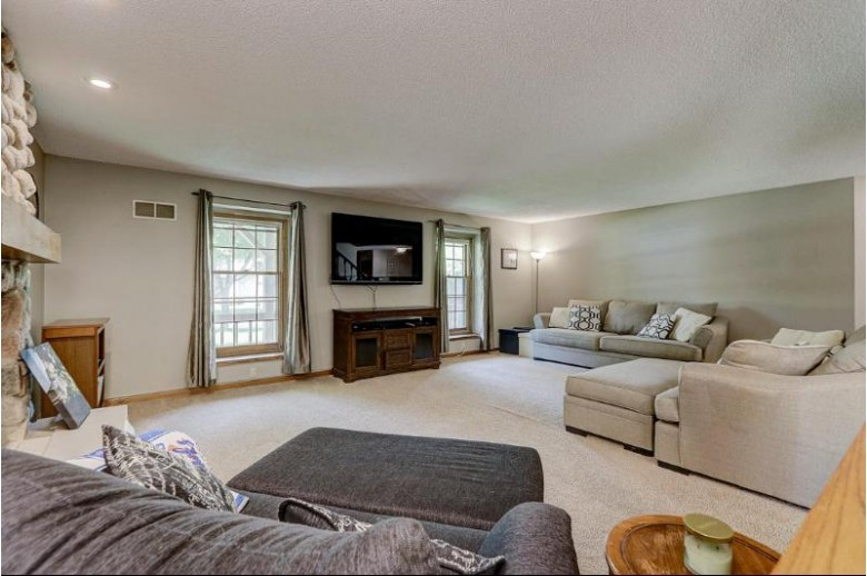 8509 W Beacon Hill Dr Franklin, WI 53132-8991 by Re/Max Legacy $319,900