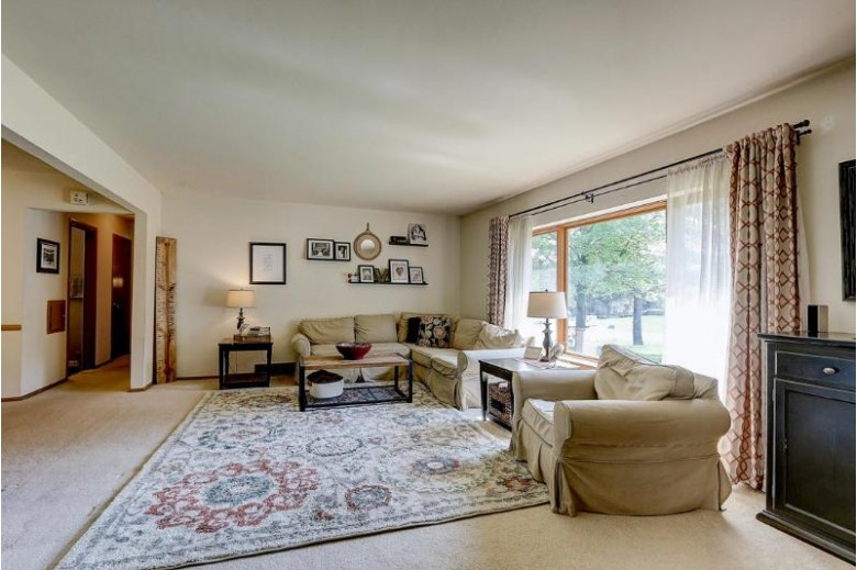 5300 S Oak Ridge Dr, New Berlin, WI by Benefit Realty $285,000