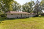 N7985 Lac Labelle Dr, Oconomowoc, WI by Re/Max Realty 100 $238,000