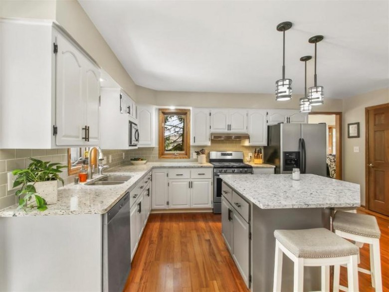 1006 Larchmont Dr Waukesha, WI 53186-6759 by Realty Executives Southeast $349,900