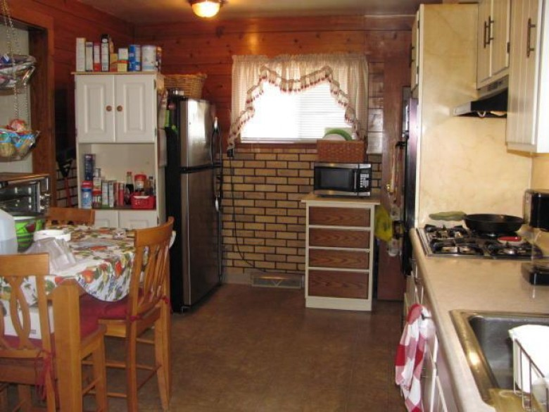 1429 Melvin Ave, Racine, WI by Re/Max Newport Elite $134,900