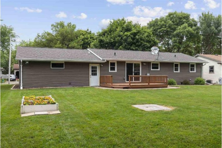 22 Welcome Circle Appleton, WI 54915 by Coldwell Banker Real Estate Group $189,900