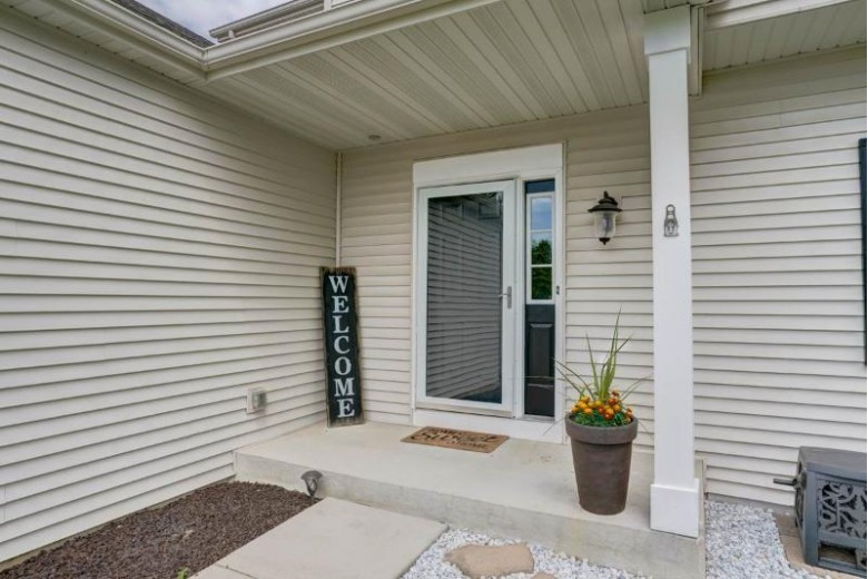 818 Sunnyview Ln, Marshall, WI by Inventure Realty Group, Inc $314,500