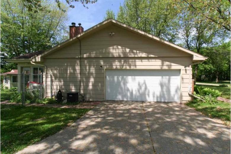 2945 Dakota Dr, Janesville, WI by Mansur Real Estate Llc $252,000