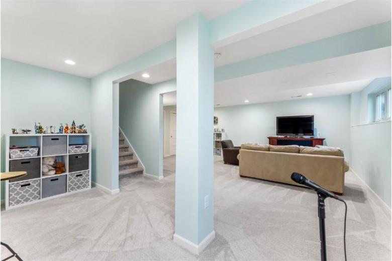 354 Basilica Pky Verona, WI 53593 by Mhb Real Estate $439,900