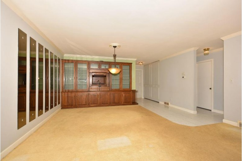 6518 W Aspen Tree Ct Mequon, WI 53092-4326 by First Weber Real Estate $220,000