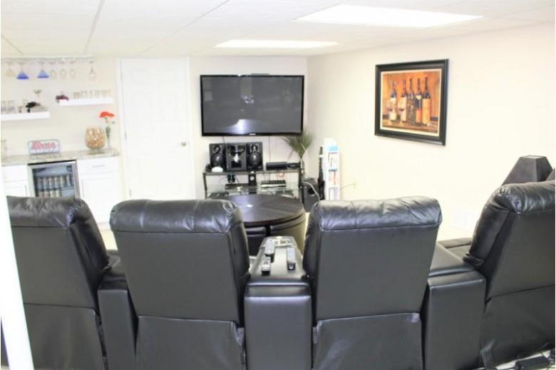 N21W24393 Cumberland Dr 33K, Pewaukee, WI by Shorewest Realtors, Inc. $339,900