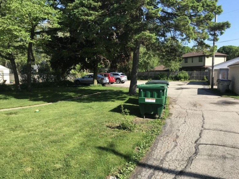 420 E Bolivar Ave Milwaukee, WI 53207 by 3% Real Estate $400,000