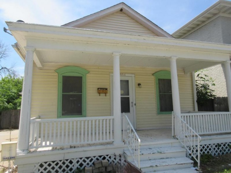 906 Grand Ave Racine, WI 53403-1422 by Berkshire Hathaway Homeservices Metro Realty-Racin $48,500
