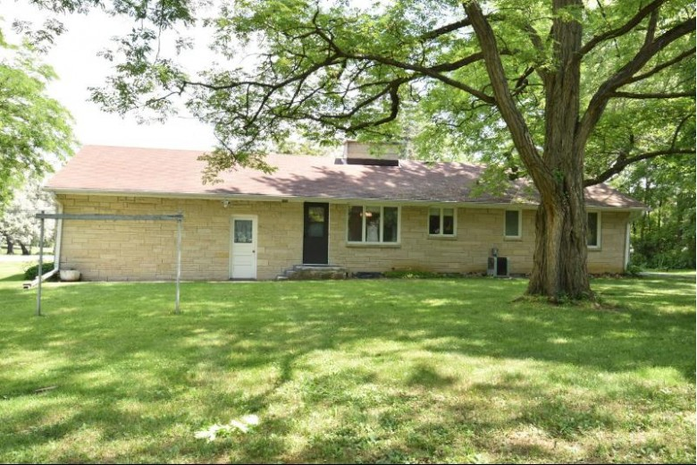 3415 S Racine Ave, New Berlin, WI by Shorewest Realtors - South Metro $205,000