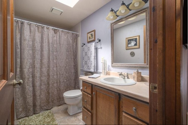 W264N4871 Bayberry Dr, Pewaukee, WI by Realty Executives - Integrity $399,000