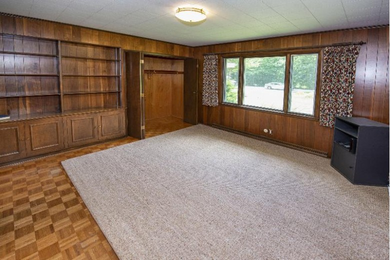 625 E Ravenswood Hills Cir Brookfield, WI 53045 by First Weber Real Estate $345,000