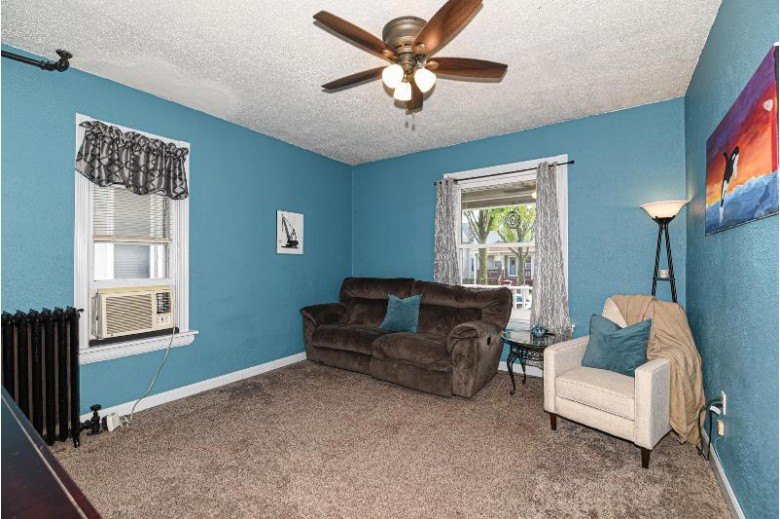 1525 S 73rd St West Allis, WI 53214-4718 by Re/Max Realty 100 $170,000