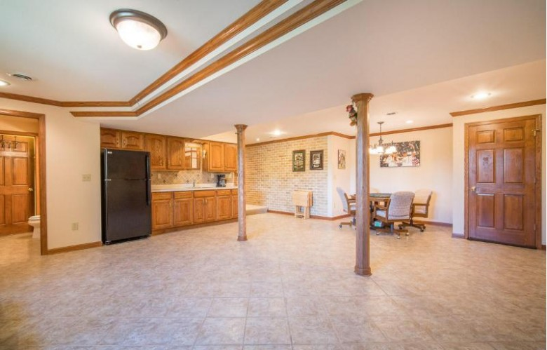 W318S9070 Laurens Pkwy Mukwonago, WI 53149 by Re/Max Realty 100 $499,900