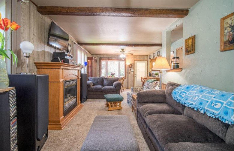 1821 Mapleton Ct Waukesha, WI 53188 by Exsell Real Estate Experts Llc $229,900