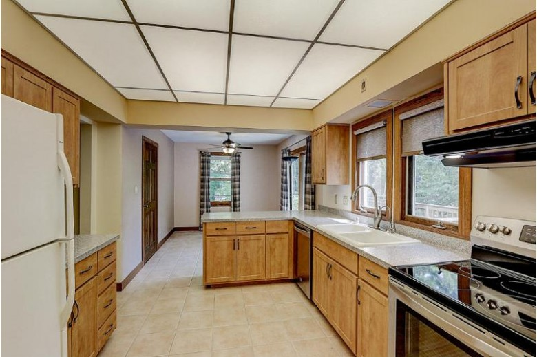 13124 W Meadow Ln, New Berlin, WI by Re/Max Realty 100 $274,900