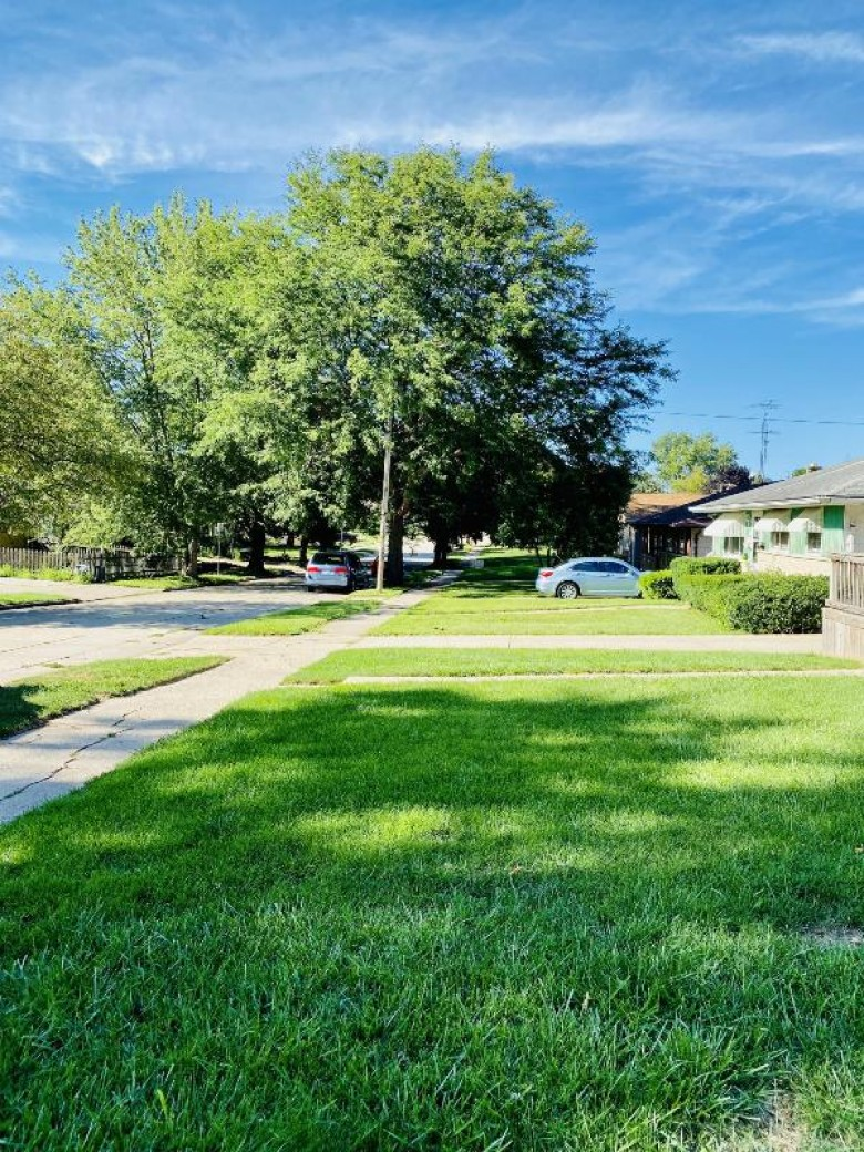 6203 50th Ave, Kenosha, WI by Limitless Sin Limites Realty Llc $205,000