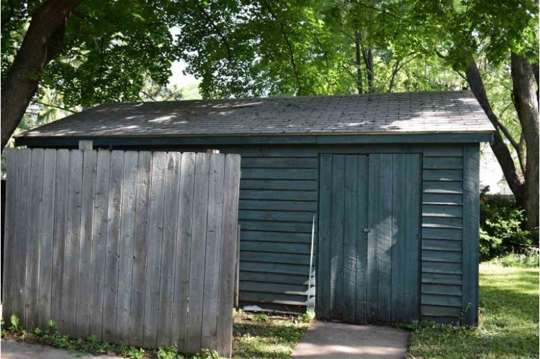 154 E Mt Morris Avenue Wautoma, WI 54982 by First Weber Real Estate $115,000