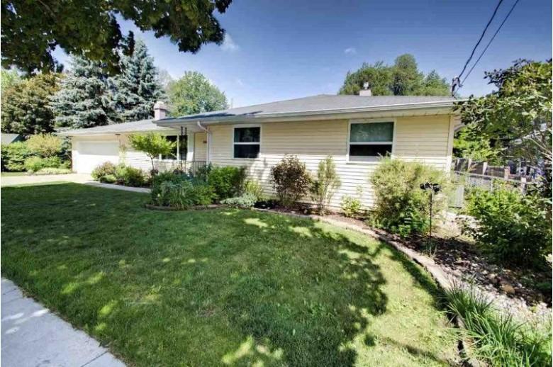 2010 W Prospect Avenue, Appleton, WI by RE/MAX 24/7 Real Estate, LLC $199,900