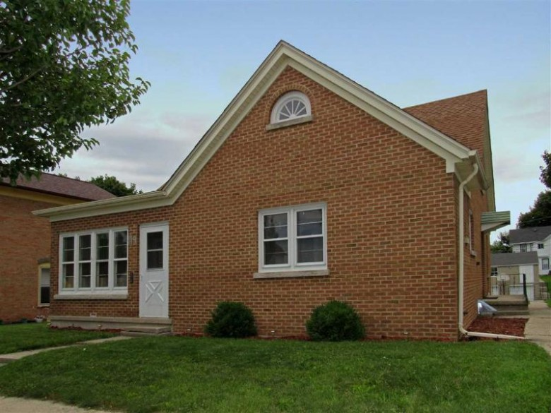 119 S Hubbard Street Horicon, WI 53032-1450 by Klapperich Real Estate, Inc. $149,900