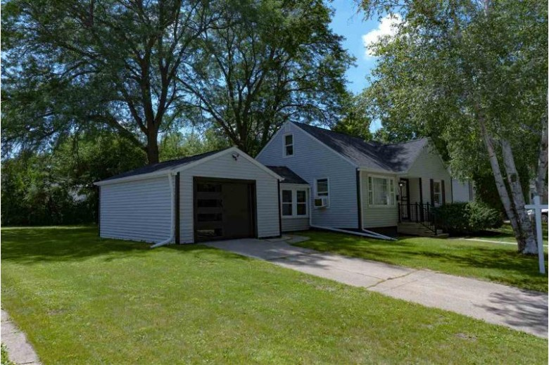 380 18th Street, Fond Du Lac, WI by Roberts Homes and Real Estate $149,900