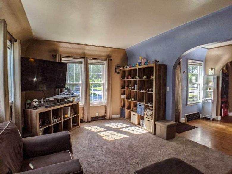 368 Nassau Street, Menasha, WI by Think Hallmark Real Estate $112,000