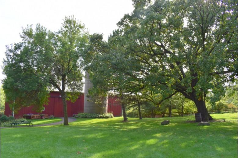 L14 Superior Oak Dr, Verona, WI by First Weber Real Estate $230,000