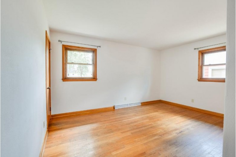 533 Lincoln Dr, Sun Prairie, WI by Badger Realty Team $249,900