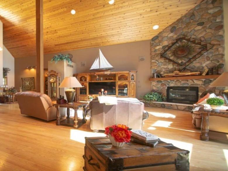 2801 S Natures Ridge Rd, Beloit, WI by Gateway, Realtors $675,000