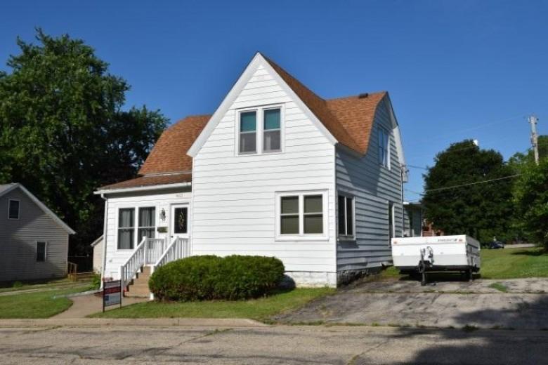 402 S Linn St Dodgeville, WI 53533 by Potterton-Rule Inc $139,900