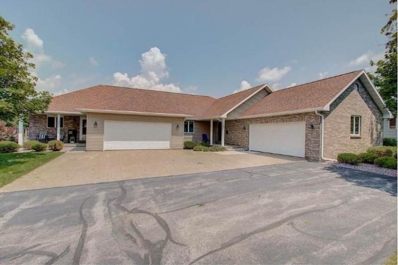 632 Prairie Hills Dr, Dodgeville, WI by First Weber Real Estate $219,900
