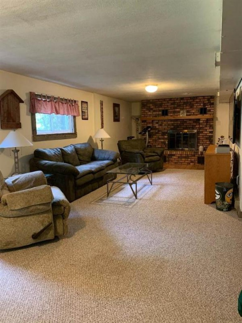 517 Woodview Ln, Dodgeville, WI by Arthur Real Estate $225,000