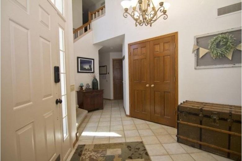 10 Grove Cir Madison, WI 53719 by The Mcgrady Group, Llc $385,000