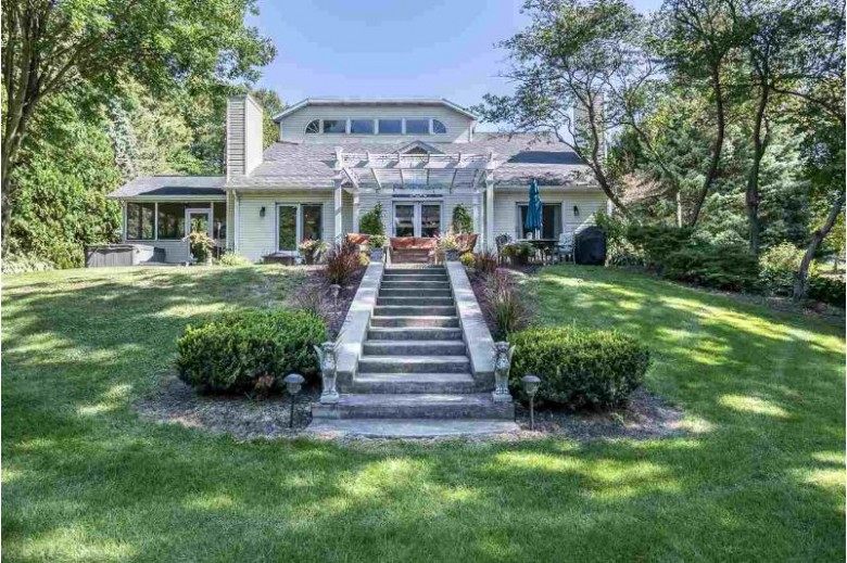 2163 Southern Ct Cottage Grove, WI 53527 by Sprinkman Real Estate $485,000