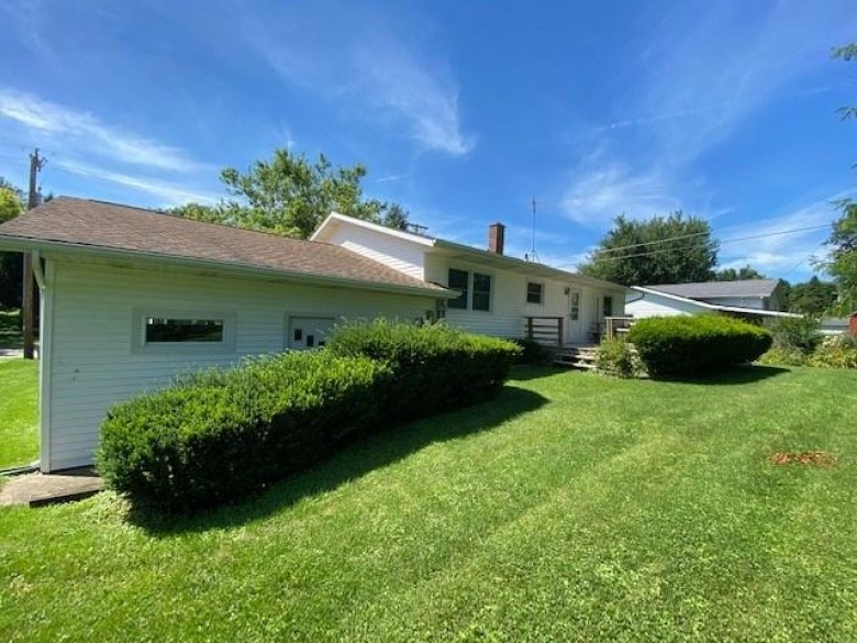 106 W Valley St, Dodgeville, WI by Potterton-Rule Inc $185,000