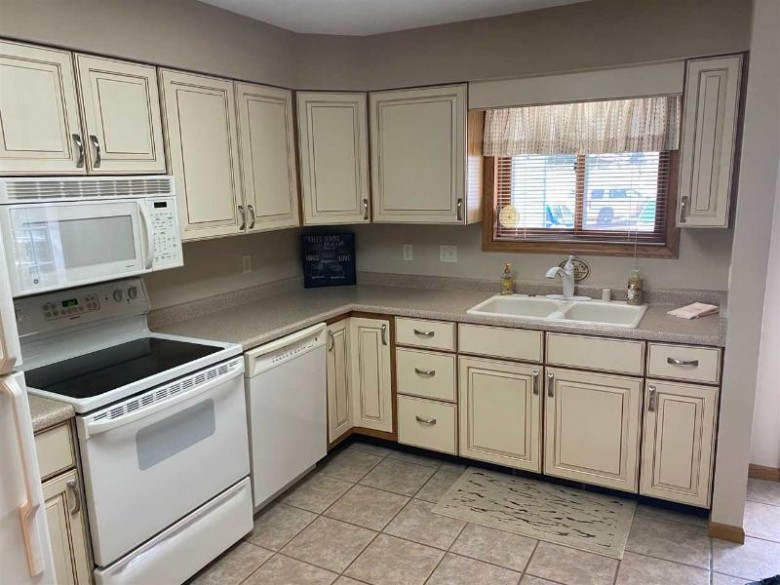 530 E Hiawatha Dr 309, Wisconsin Dells, WI by Cold Water Realty, Llc $161,500
