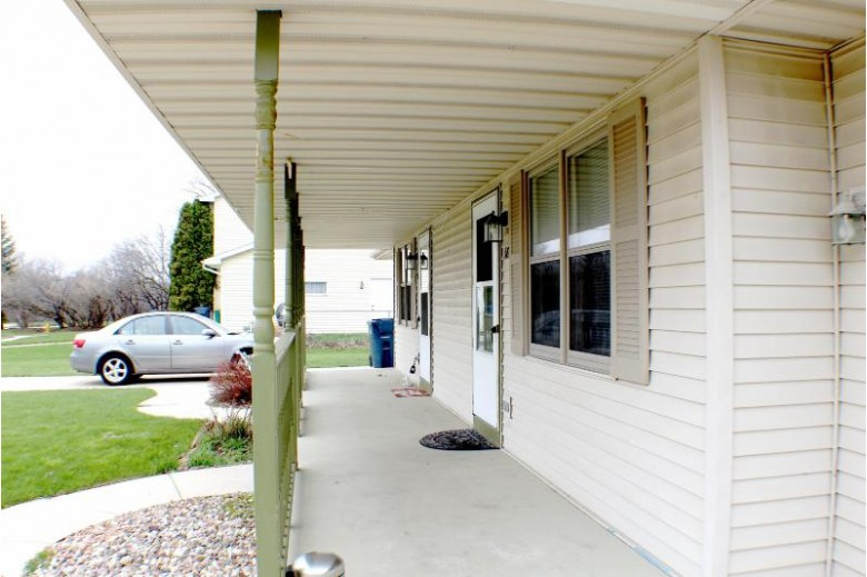 583 Evans Dr 581 Fond Du Lac, WI 54935-4710 by Re/Max Service First Llc $224,900