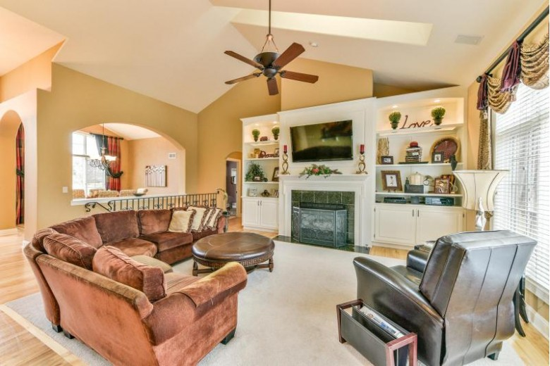 W218N5469 Taylors Woods Dr Menomonee Falls, WI 53051-6259 by Buyers Vantage $769,900