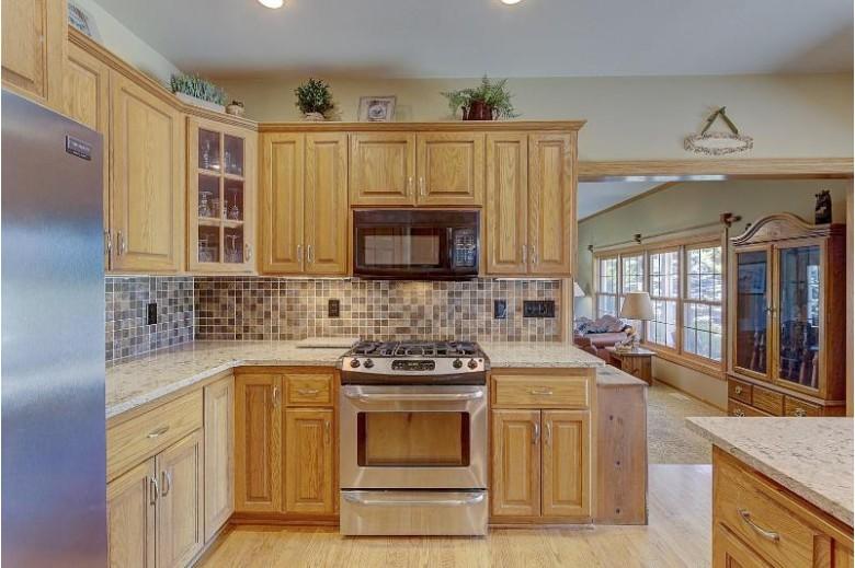 N69W28880 Huntington St, Hartland, WI by Froemming Realty Llc $499,900