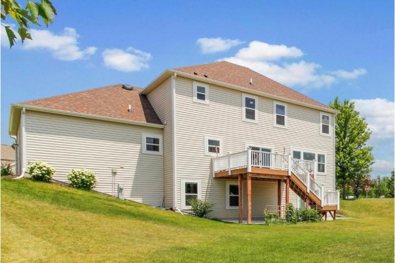 N43W22727 Victoria St Pewaukee, WI 53072-2783 by Realty Executives Integrity~brookfield $524,900