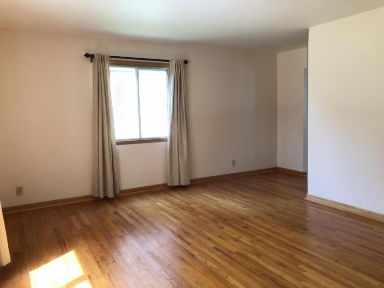 9620 W Howard Ave 9622 Milwaukee, WI 53228-1449 by Realty Executives Integrity~brookfield $279,900