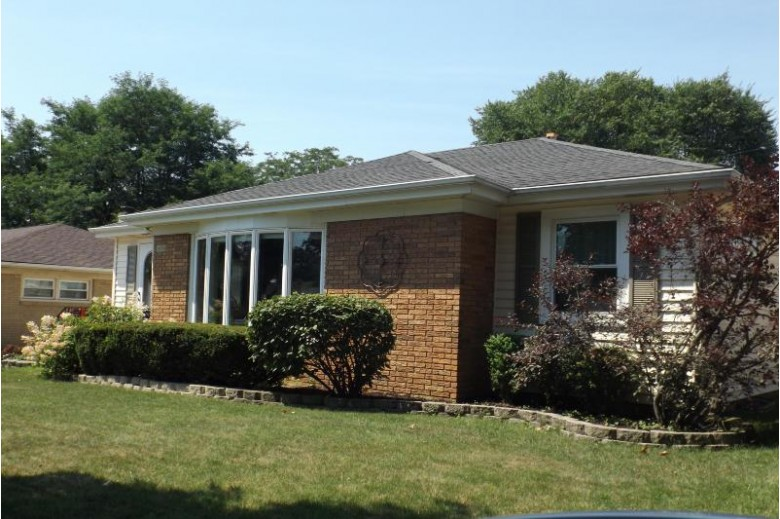 2604 Illinois St, Racine, WI by Re/Max Newport Elite $219,900